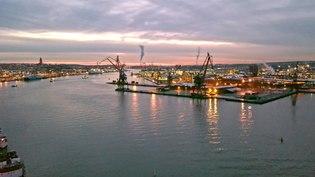 File:Evening drone footage of Gothenburg harbour.webm