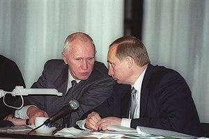 Yevgeny Adamov - Yevgeny Adamov with President of Russia Vladimir Putin in Chelyabinsk Oblast on 31 March 2000.