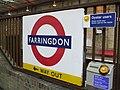 Farringdon stn roundel.JPG