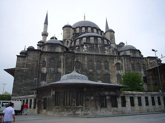 https://upload.wikimedia.org/wikipedia/commons/thumb/8/84/Fatih_1070182.JPG/540px-Fatih_1070182.JPG