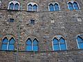 Finestres del Palazzo Vecchio de Florència.JPG