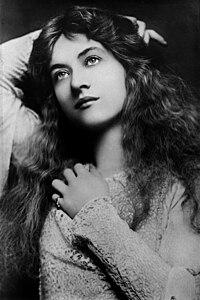 Flickr - Maude Fealy by Lizzie Caswall Smith, ca. 1901.jpg