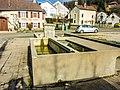 Fontaine-lavoir, place de la mairie.jpg