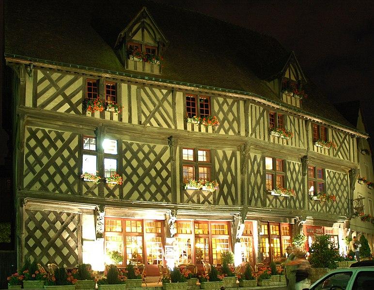 Maison du Saumon Chartres (Шартр), Франция - путеводитель по городу, достопримечательности