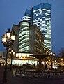 Frankfurt Junior-Haus mit beleuchtetem Treppenhaus.jpg