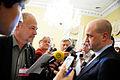 Fredrik Reinfeldt moter pressen vid Nordiska radets session i Helsingfors 2008-10-27.jpg