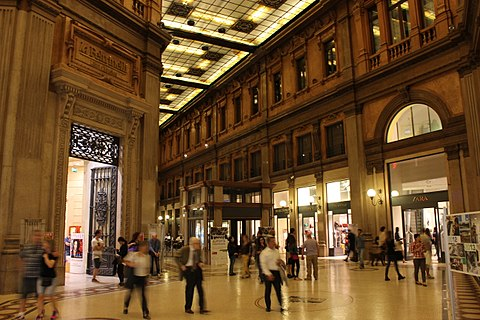 Shopping centres in Rome