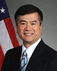 Gary Locke official portrait.jpg