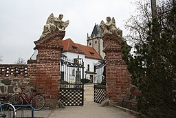 Gate of cemetery in Budišov, Třebíč District.jpg