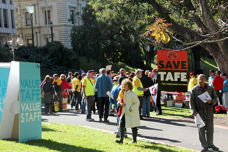File:Gathering crowd - TAFE teachers and students rally outside Premier Baillieu's office.jpg