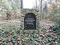 """Gedenkstein für den ehemaligen Friedhof der Ortschaft """"Wunder"""" - panoramio.jpg"""