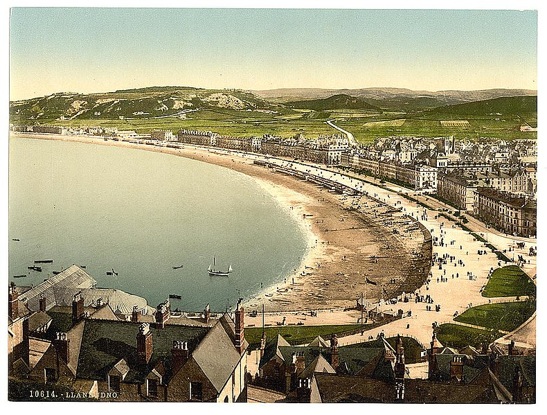 File:General view, Llandudno, Wales LOC 3751635583.jpg