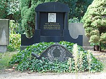 Grave August Wilhelm Hofmann.JPG