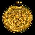 Guldbrakteat fr Viglanda Skånings-Åsaka sn kopia (2M16-1074) scan.jpg