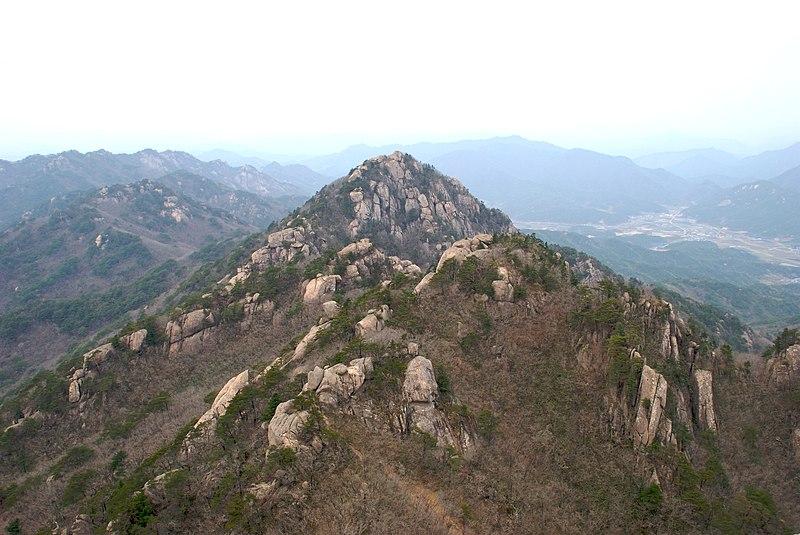 File:Gwaneum Peak at Songnisan.jpg