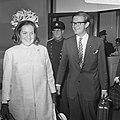 H. K. H. Prinses Margriet en Mr. Van Vollenhoven komen aan op Schiphol na bijwon, Bestanddeelnr 922-7784.jpg