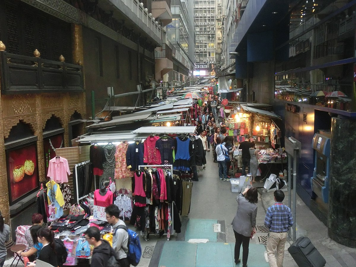 HK CityBus 10 tour view Central 利源西街 Li Yuen West Street clothing outdoor market stalls Mar-2014 ZR2.JPG