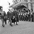 HUA-152934-Afbeelding van de ontvangst van de Argentijnse president Frondisi door Prins Bernhard bij het N.S.-station Baarn te Baarn.jpg