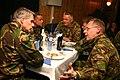 Het-diner-wordt-door-berlijn-l-gebruikt-voor-gesprekken-met-de-bemanning.jpg