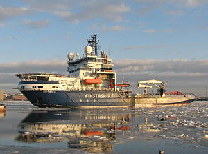 Finnish icebreaker Botnica arriving in Helsinki on 13 March 2007