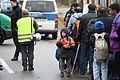 Immigranten beim Grenzübergang Wegscheid (22698562518).jpg
