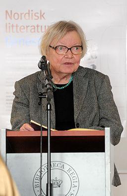 Inger Christensen laser ur ett av sina verk vid lanseringen av Nordisk litteratur til tjeneste pa Sorte diamant i Kopenhamn 2008-03-05
