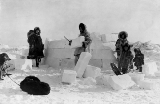 Group of Inuit people building an igloo Inuit-Igloo P.png