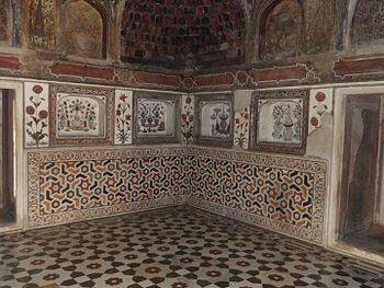 Itimad-ud-daulah Tomb 07.jpg