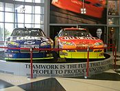 Mobil Jimmie Johnson dan Jeff Gordon