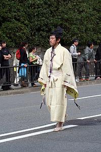 直垂を着用した男性。京都市時代祭にて 直垂(ひたたれ)は、主に武家社会... 直垂