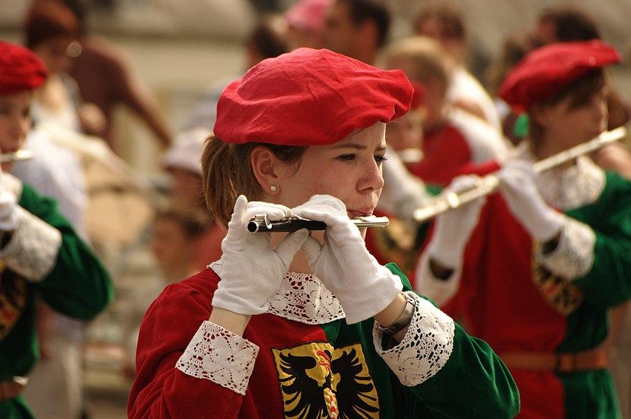 Joueuse de piccolo aux Fêtes Jean de la Fontaine 2008 à Château-Thierry
