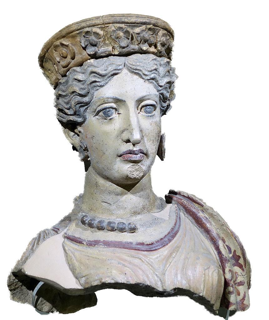 Junon Scasato, tête d'une figure de terre cuite peinte provenant du fronton d'un temple falisque, près de Falerii, -380. Musée national étrusque de la villa Giulia, Rome. Photo Styx