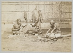 KITLV 12047 - Kassian Céphas - Carpenters, presumably at Yogyakarta - Around 1880.tif