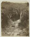 KITLV 26566 - Isidore van Kinsbergen - Dago waterfall in Tjikapoendoeng in Bandung - Around 1870.tif