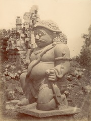 KITLV 87790 - Isidore van Kinsbergen - Sculpture Raksasa at Tjandi Sewoe in Yogyakarta - Before 1900.tif