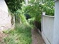 K Ryšánce, pěšina pod zahradou usedlosti Ryšánka.jpg