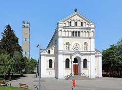 Kaisermühlen (Wien) - Herz-Jesu-Kirche.JPG