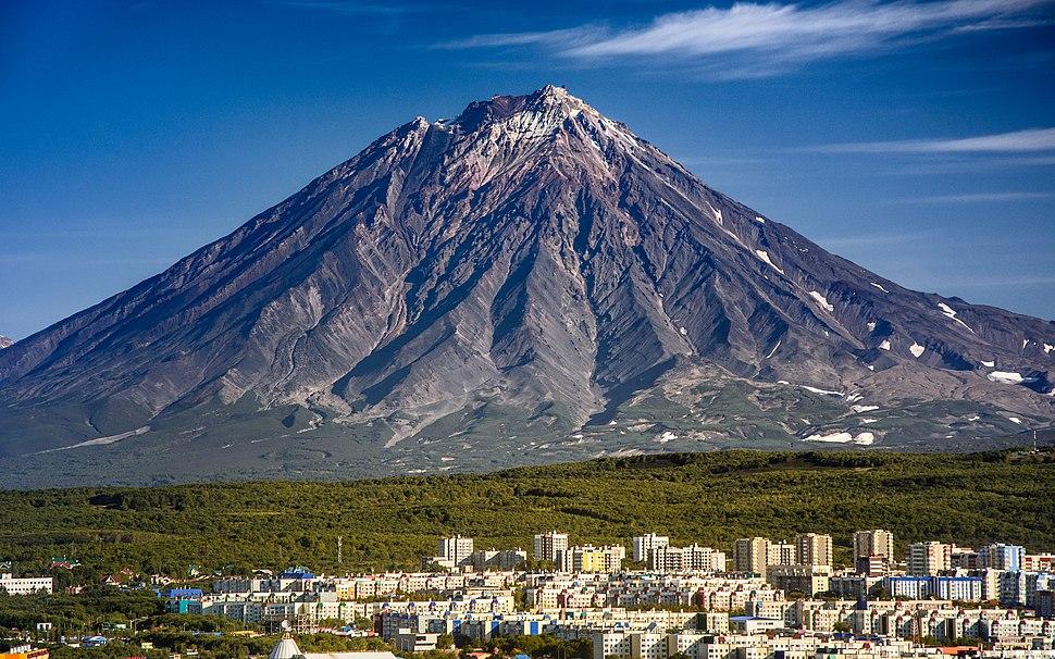 Kamchatka Volcano Koryaksky (24231533812)