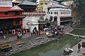 Kathmandu-Pashupatinath-Tempel-12-Arya Ghat-Totenfusswaschung-gje.jpg