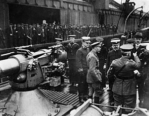SS Finland (1902) - King George V (center foreground, with beard) inspects gun crews aboard Finland in Liverpool.