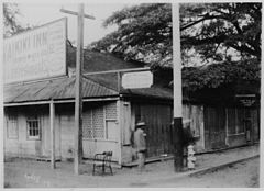 King and Richards Streets Streets, Honolulu, photograph by Frank Davey (P-38-4-002).jpg