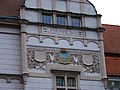 Košíře, radnice, letopočet a znak.jpg