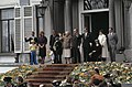 Koninginnedag 1979, defile Soestdijk Koninklijke Familie op bordes, Bestanddeelnr 253-8105.jpg