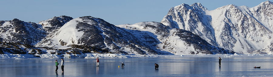 Kulusuk-torssuut-tunoq-children-on-ice.jpg