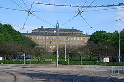 Kungsladugårdsskolan, en fremtrædende bygning i forlængelsen af Älvsborgsgatan.