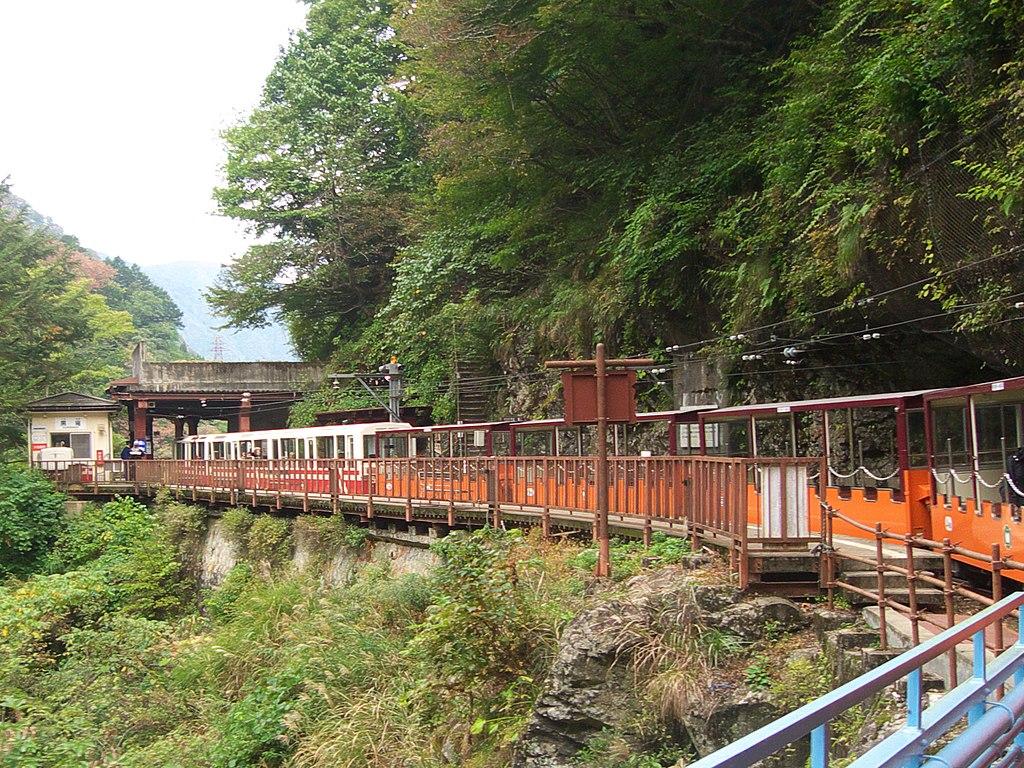 Kurobe Gorge Railway Kuronagi Station platform