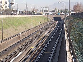 L%C3%ADnea 1 del metro de Santiago de Chile en trinchera