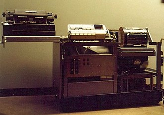 LGP-30 - LGP-30 at Boston's Computer Museum with cover removed. Control panel is at top center, to the left of the memory drum.