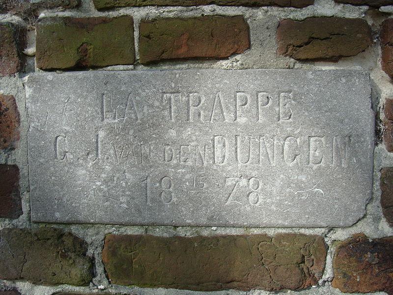 Bestand:La Trappe gevelsteen.JPG