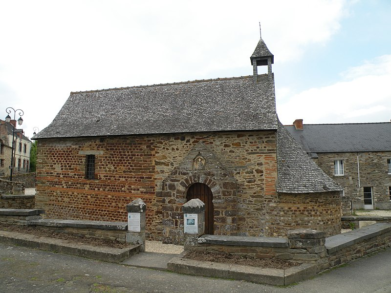 Chapelle Sainte-Agathe de Langon, façade sud.
